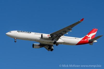 MMPI_20200202_MMPI0063_0002 - Qantas Airbus A330-303 VH-QPG as flight QF6007 on approach to Brisbane (YBBN) ex Sydney (YSSY).