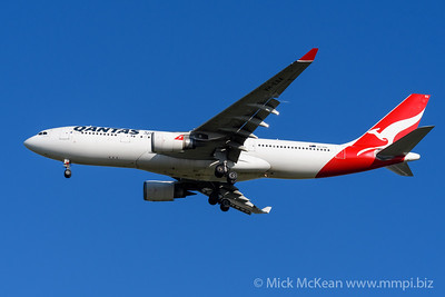MMPI_20200202_MMPI0063_0025 - Qantas Airbus A330-202 VH-EBA as flight QF126 on approach to Brisbane (YBBN) ex Auckland (NZAA).