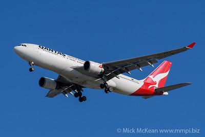 MMPI_20200202_MMPI0063_0024 - Qantas Airbus A330-202 VH-EBA as flight QF126 on approach to Brisbane (YBBN) ex Auckland (NZAA).