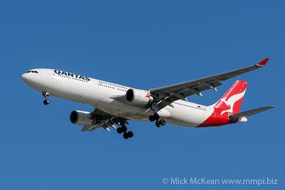 MMPI_20200202_MMPI0063_0001 - Qantas Airbus A330-303 VH-QPG as flight QF6007 on approach to Brisbane (YBBN) ex Sydney (YSSY).