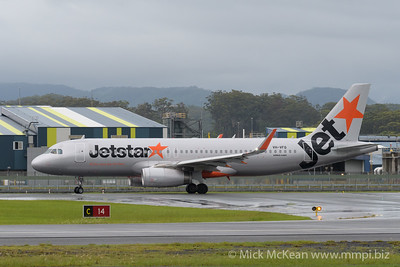 MMPI_20200208_MMPI0063_0016 - Jetstar Airbus A320-232 VH-VFQ as flight JQ193 begins its takeoff roll from Gold Coast Airport (YBCG) bound for Queenstown (NZQN).