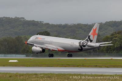 MMPI_20200208_MMPI0063_0008 - Jetstar Airbus A320-232 VH-VQK as flight JQ400 landing at Gold Coast Airport (YBCG) ex Sydney (YSSY).