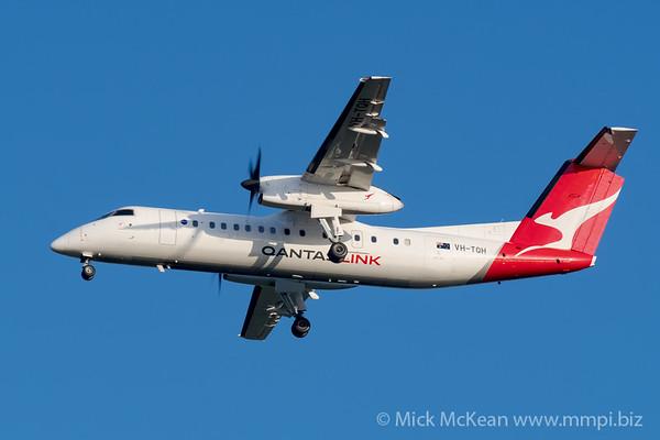 MMPI_20200215_MMPI0063_0034 - QantasLink Bombardier Q300 VH-TQH as flight QLK671 on approach to Brisbane (YBBN) ex Roma (YROM).