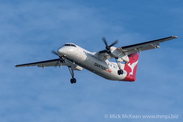 MMPI_20200215_MMPI0063_0017 - QantasLink Bombardier Q300 VH-SBT as flight QF2561 on approach to Brisbane (YBBN) ex Roma (YROM).