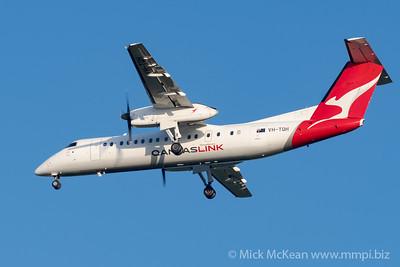 MMPI_20200215_MMPI0063_0035 - QantasLink Bombardier Q300 VH-TQH as flight QLK671 on approach to Brisbane (YBBN) ex Roma (YROM).