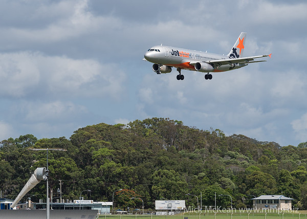 MMPI_20200216_MMPI0063_0047 - Jetstar Airbus A320-232 VH-VQE as flight JQ406 on approach to Gold Coast Airport (YBCG) ex Sydney (YSSY).