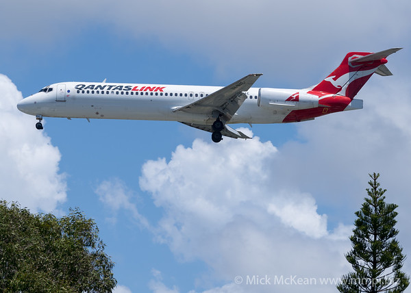 MMPI_20200216_MMPI0063_0071 - QantasLink Boeing 717-23S VH-NXE as flight QF1568 on approach to Gold Coast Airport (YBCG) ex Sydney (YSSY).