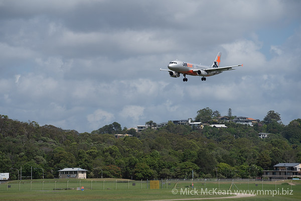 MMPI_20200216_MMPI0063_0046 - Jetstar Airbus A320-232 VH-VQE as flight JQ406 on approach to Gold Coast Airport (YBCG) ex Sydney (YSSY).