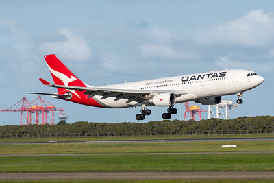 MMPI_20200229_MMPI0063_0008 - Qantas Airbus A330-202 VH-EBN as flight QF126 on approach to Brisbane Airport (YBBN) ex Auckland (NZAA).