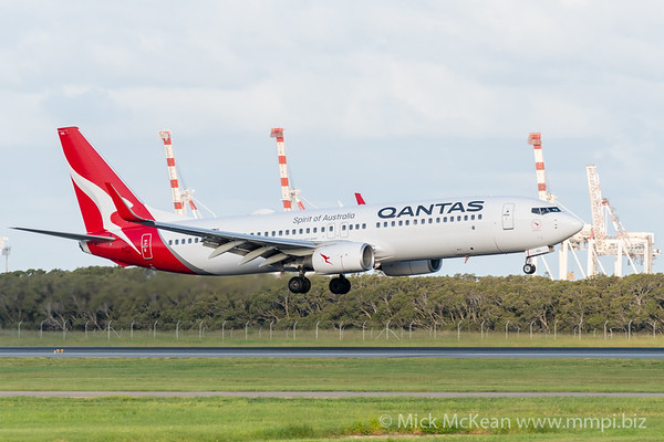 MMPI_20200229_MMPI0063_0040 - Qantas Boeing 737-838 VH-VZL as flight QF540 on approach to Brisbane Airport (YBBN) ex Sydney (YSSY).