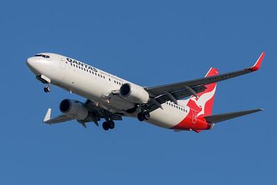 "MMPI_20200322_MMPI0063_0004 - Qantas Boeing 737-838 VH-VYZ ""Torquay"" as flight QF58 on approach to Brisbane Airport (YBBN) ex Port Moresby (AYPY)."