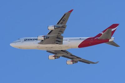 "MMPI_20200715_MMPI0063_0010 - Qantas Boeing 747-438(ER) VH-OEJ ""Wunala"" as flight QF747 performs a flypast of the runway on return from its Brisbane farewell joy flight to celebrate retirement of the Qantas 747 fleet."