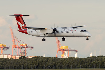 _7R40324 - QantasLink De Havilland Canada Q400 VH-LQH as flight QLK671D on approach to Brisbane (YBBN) ex Sydney (YSSY).