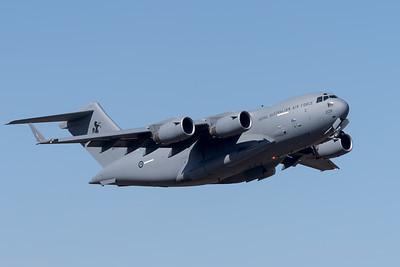 MMPI_20201001_MMPI0063_0001 - Royal Australian Air Force Boeing C-17A Globemaster III A41-209 climbing after takeoff.