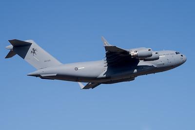 MMPI_20201001_MMPI0063_0003 - Royal Australian Air Force Boeing C-17A Globemaster III A41-209 climbing after takeoff.