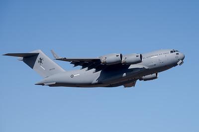 MMPI_20201001_MMPI0063_0002 - Royal Australian Air Force Boeing C-17A Globemaster III A41-209 climbing after takeoff.