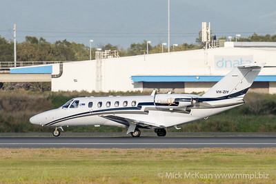 MMPI_20201126_MMPI0063_0006 - MachJet International Cessna 525A CitationJet CJ2 VH-ZIY landing at Brisbane (YBBN).