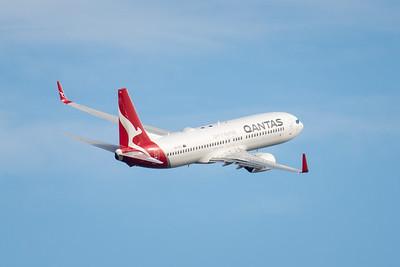MMPI_20210227_MMPI0078_0009 - Qantas Boeing 737-838 VH-VYL as flight QF511 climbing after takeoff from Brisbane (YBBN) en route for Sydney (YSSY).