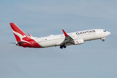 MMPI_20210227_MMPI0078_0007 - Qantas Boeing 737-838 VH-VYL as flight QF511 climbing after takeoff from Brisbane (YBBN) en route for Sydney (YSSY).