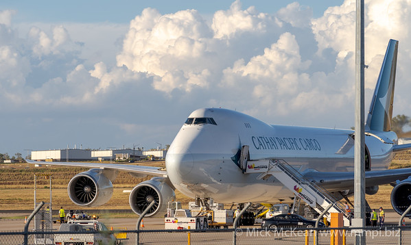 MMPI_20210309_MMPI0078_0006 - Cathay Pacific Cargo Boeing 747-867(F) B-LJB being loaded and turned around for flight.