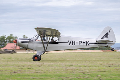 MMPI_20210411_MMPI0078_0017 -  Piper PA-18-150 Super Cub VH-PYK landing at Auster Meet April 2021.