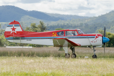 _7R42564 -  Yakovlev Yak-18T VH-KRM landing at the Watts for Breakfast fly-in Apr2020.
