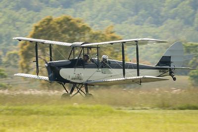 MMPI_20210418_MMPI0083_0022 -  De Havilland DH.60M VH-UUX landing at Watts for Breakfast fly-in April 2021.