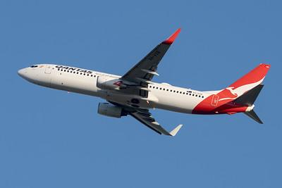 "MMPI_20210520_MMPI0078_0004 - QANTAS Boeing 737-838 VH-VXB ""Yananyi"" takes off from Brisbane (YBBN)."