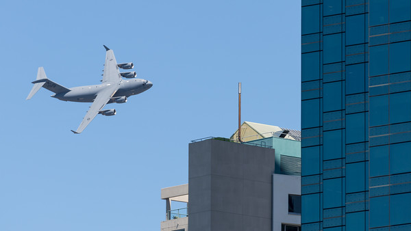 MMPI_20210923_MMPI0078_0011 - Royal Australian Air Force Boeing C-17A Globemaster III A41-206 performing its flying display practice for Brisbane Festival Riverfire 2021.