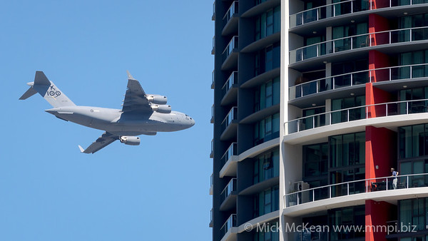 MMPI_20210923_MMPI0078_0006 - Royal Australian Air Force Boeing C-17A Globemaster III A41-206 performing its flying display practice for Brisbane Festival Riverfire 2021.