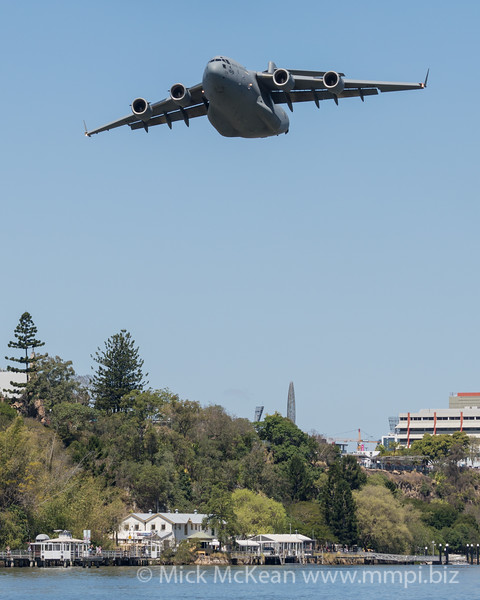 MMPI_20210923_MMPI0078_0009 - Royal Australian Air Force Boeing C-17A Globemaster III A41-206 performing its flying display practice for Brisbane Festival Riverfire 2021.