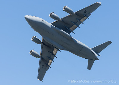 MMPI_20210923_MMPI0078_0010 - Royal Australian Air Force Boeing C-17A Globemaster III A41-206 performing its flying display practice for Brisbane Festival Riverfire 2021.