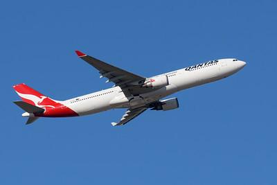 MMPI_20200609_MMPI0063_0002 - Qantas Airbus A330-303 VH-QPG as flight QF537 climbing at takeoff from Brisbane (YBBN) en route to Sydney (YSSY).