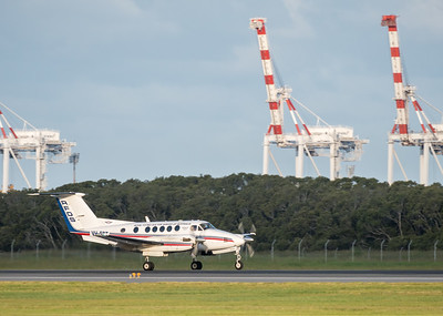 MMPI_20200229_MMPI0063_0036 - Royal Flying Doctor Service Beech B200C Super King Air VH-FDT landing at Brisbane Airport (YBBN) ex Barcaldine (YBAR).