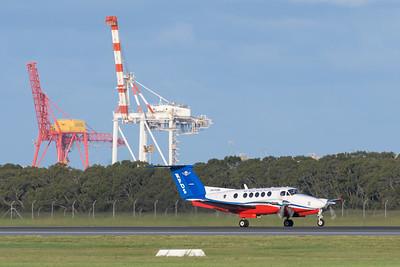 MMPI_20200229_MMPI0063_0034 - Royal Flying Doctor Service Beech B200C Super King Air VH-FDM landing at Brisbane Airport (YBBN).