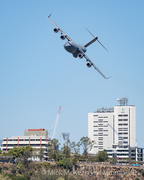 MMPI_20210923_MMPI0078_0008 - Royal Australian Air Force Boeing C-17A Globemaster III A41-206 banks over Kangaroo point cliffs during its flying display practice for Brisbane Festival Riverfire 2021.
