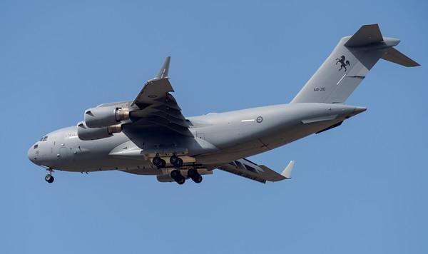 MMPI_20201001_MMPI0063_0032 - Royal Australian Air Force Boeing C-17A Globemaster III A41-212 on approach.
