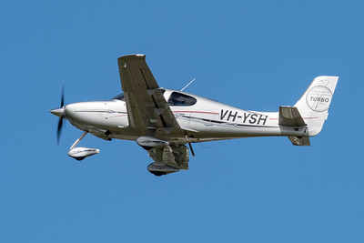 _7R49682 - Cirrus Brisbane Pty Ltd Cirrus SR22 VH-YSH climbs after takeoff from Archerfield (YBAF).