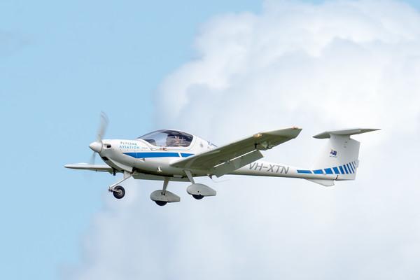 _7R49615 - Flylink Aviation Diamond DA20 C1 VH-XTN on approach to Archerfield (YBAF).