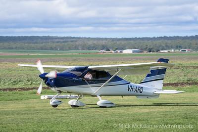 MMPI_20200308_MMPI0065_0067 -  Tecnam P2010 VH-ARQ landing at 2020 Clifton fly-in.