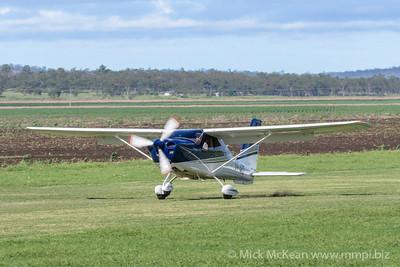 MMPI_20200308_MMPI0065_0066 -  Tecnam P2010 VH-ARQ landing at 2020 Clifton fly-in.