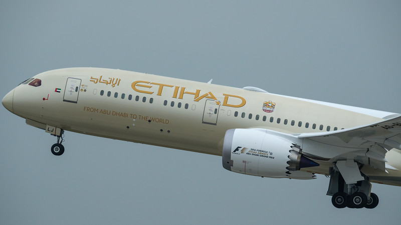 tihad B787 taking off