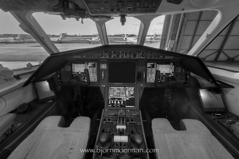 Falcon 2000 flightdeck
