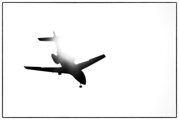 Hawaker 800 landing into the sun