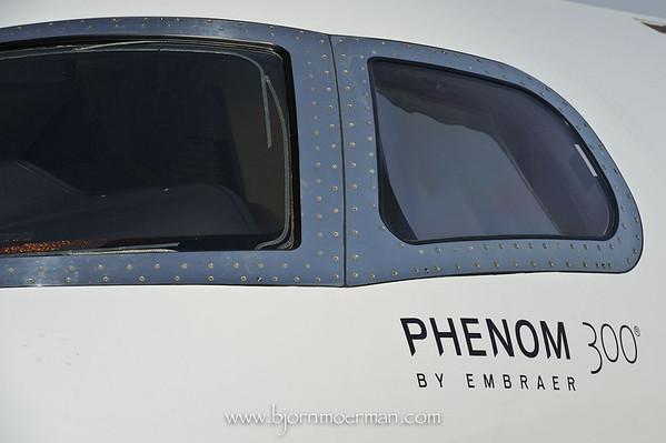 Embraer Phenom 300 windshield detail
