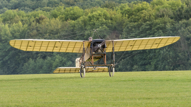 Bleriot XI landing at Hahnweide 2013