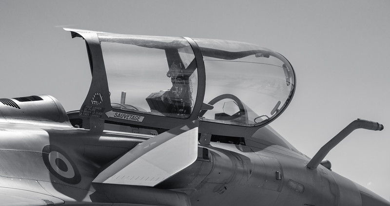Dassault Rafale (black and white)