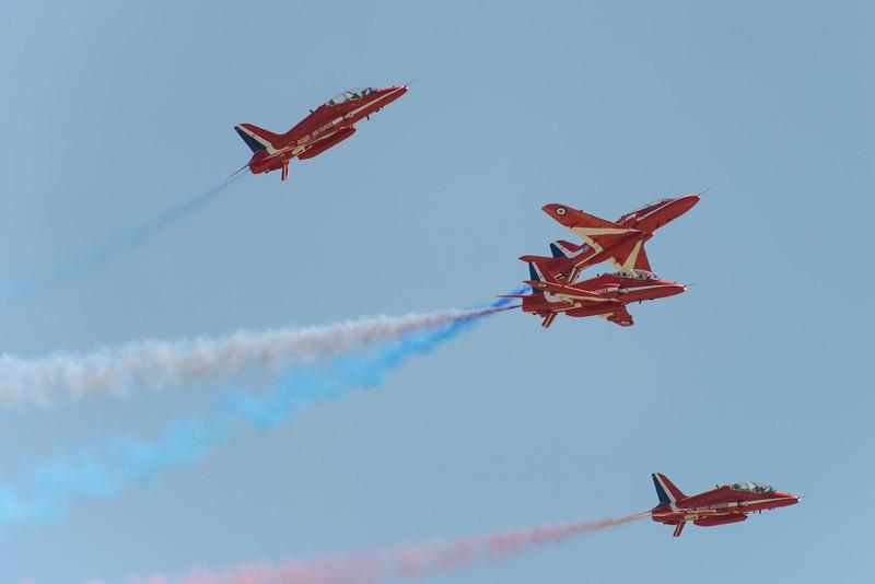 Red Arrows break for landing