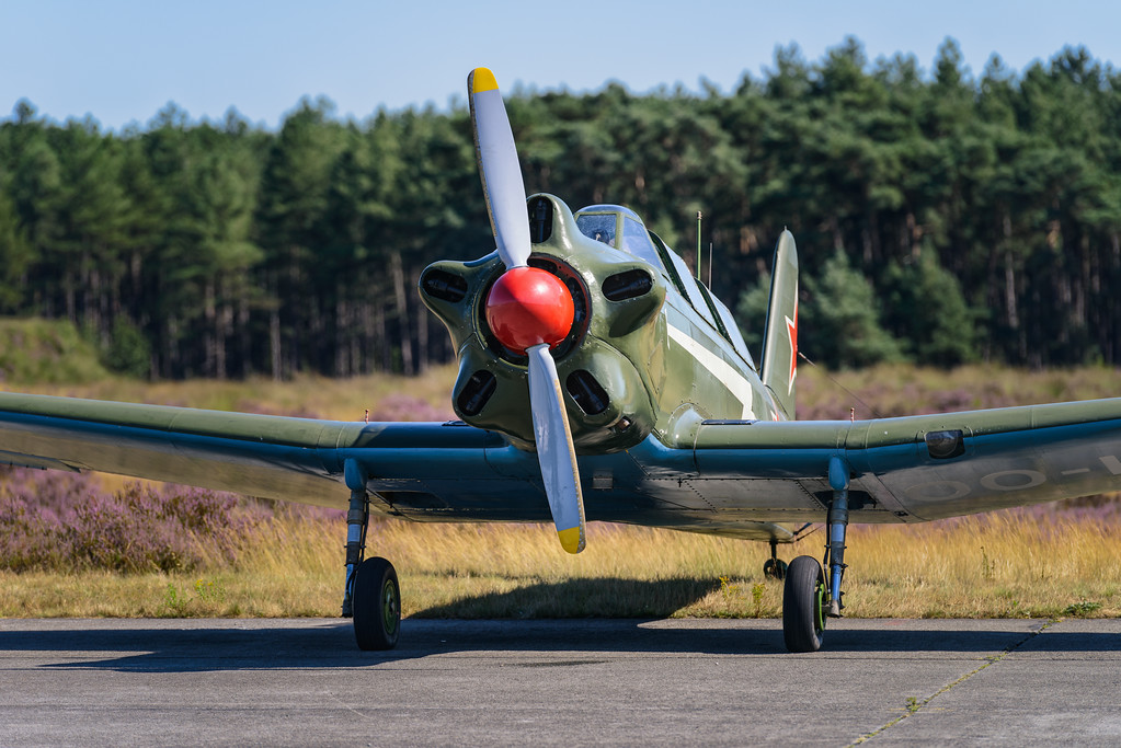 YAK-18 at the 2012 Photoflying days, Zoersel
