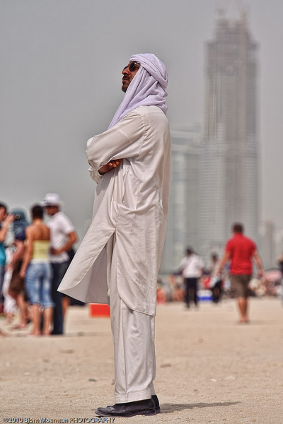 Local spectators at the Red Bull Air Race 2010 Abu Dhabi